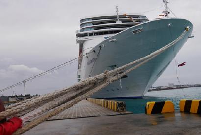宮古島・平良港に帰港したクルーズ船