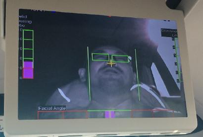 メーターパネルに装備されたカメラ